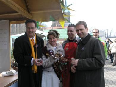 Kaktusbratwurst mit Ministerpraesident Althaus